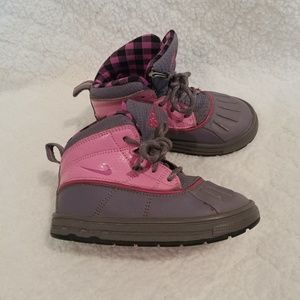 ❄ size 8 girls Nike acg boots ❄
